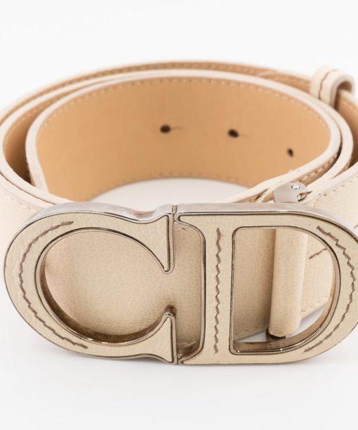 """Ceinture Dior CD authentique d'occasion en cuir grainé beige avec boucle iconique """"CD"""""""