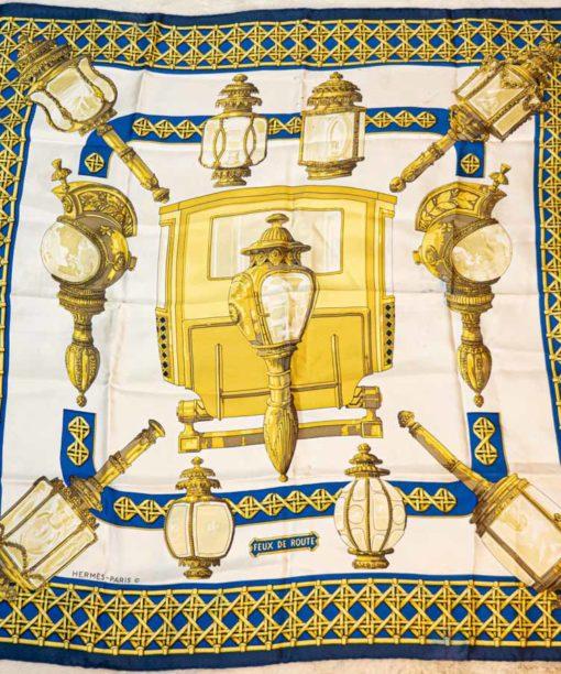 Carré Hermès 90 Feux de route dessiné parCathy Latham authentique d'occasion en twill 100 % soie roulotté à la main