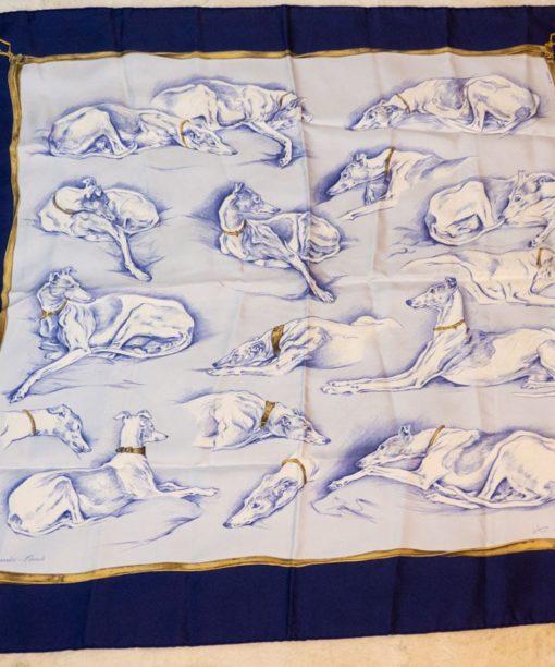 Carré Hermès 90 Lévriers dessiné par Xavier De Poret authentique d'occasion en twill 100 % soie roulotté à la main