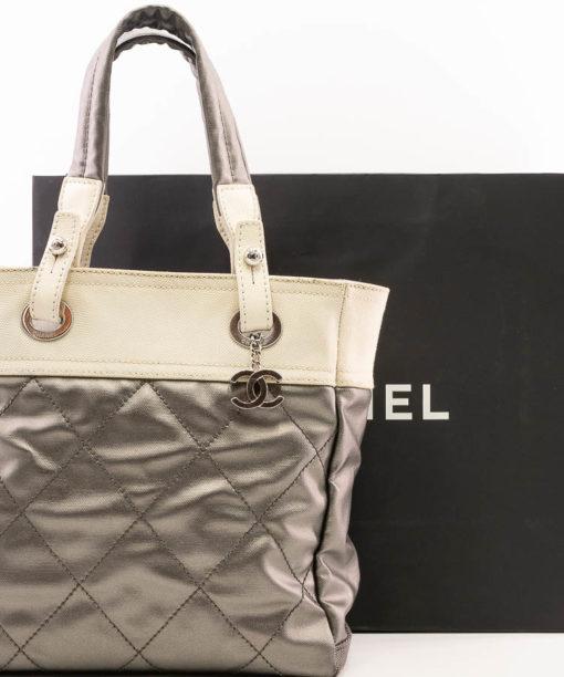 Sac Chanel Biarritz en toile Gris metallise et creme