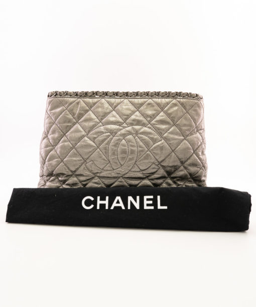 Sac Chanel Chain Around Grand Shopping en cuir vieilli gris métallisé