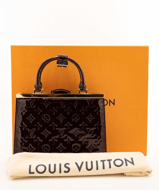 Sac Louis Vuitton Déesse PM cuir vernis monogram empreint amarante